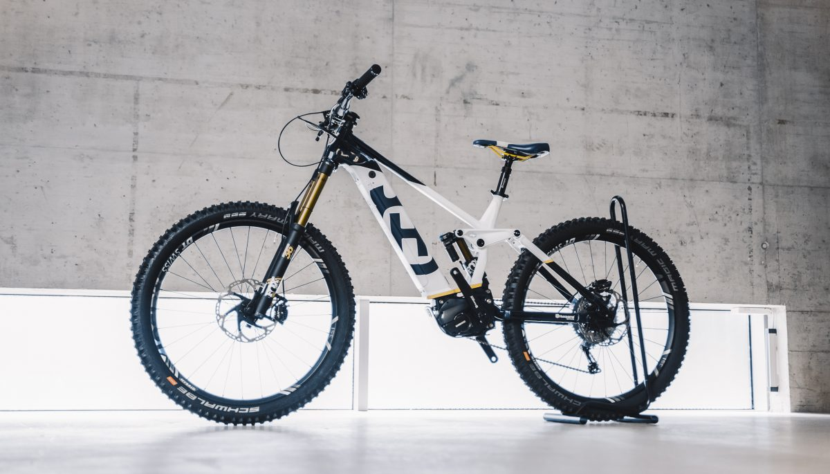 Side view of Husqvarna Bicycles Hard Cross 9